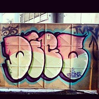 Por @diogodigone • #rjvandal #streetartrio #streetart #graffiti #graffitiart #art #riodejaneiro #tags #tagsandthrows #throwsup #throwsupz #bombing #bomb #grafite #artist #artoftheday #arteurbana #rj #urbanart #artederua #rua #graffitiwall #sprayart #vandal #galeriaceuaberto #olheosmuros #bombingbrasil #graffitirio #art #makeart