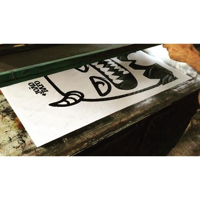"""Produção da exposição """"Cíclico"""" que vai rolar no Centro Cultural Justiça Federal! https://www.facebook.com/events/515987801893957/. #streetartrio #lambelambe"""