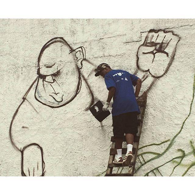 Registro ainda de Vila Beira Mar! #felipeblunt #streetart #streetartrio #niterói #niteroigram #art #artederua #riodejaneiro #bomdia