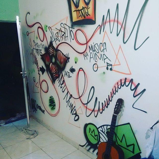 Resenha em casa deu nisso. #graffitiart #graffiti #grafite #spray #streetartrio