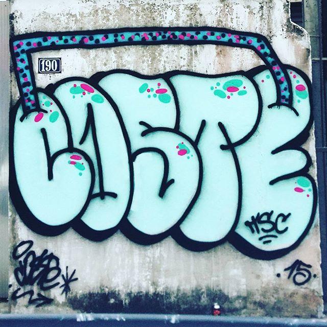 Rolezinho no quintal de casa... Bomb Attack!!! #coste #costeone #thowup #bomb #bombtime #bombs #rj #riodejaneiro #writing #green #rua #correria #tsc #2015 #tjk #local #clan #fast