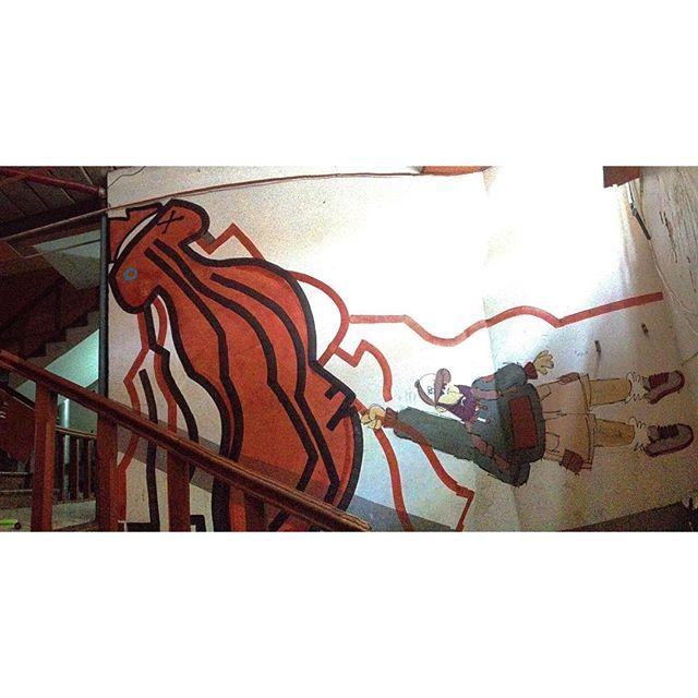 Rollin' in Rio part Three - Stairway to Heaven with @cazesawaya at a secret spot/squat. Rio de Janeiro, Nov/2015. #streetart #streetartrio #occupysquats #cazesawaya #barbudinhoo #thespeyeproject #speyeproject #disformers #ledeadroy #thedeadking
