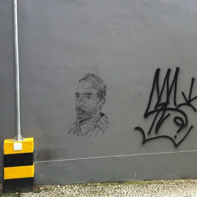 Selfie Rio de Janeiro. alb ( barata ) #i_support_street_art #streetart_official #isupportstreetart #streetartbrasil #stencil #estêncil #streetartrio #streetart #instagrafite #mtnrio #mtnbrasil #mtnword #montanacolors #streetartofficial #streetartphotography #graffitiart #art #streetart #instagraffiti #streetartist #graffiti #stencil #urbanart #streetarteverywhere #streetartblvd