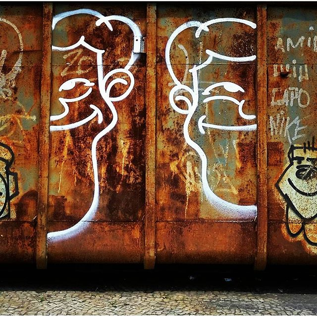 Spray sobre Ferrugem #angatu #angatus #hiran #streetartrio #igersrio #ig_riodejaneiro #riofotografia #errejota #streetartbrazil #streetart #graffitiigers #graffitilovers #ilovegraffiti #olheosmuros #rafaelhiran #fromthestreets #artebrasileiros #brarts #instagrafite #brarts #riofotografia #rioetc #ferrugem #spraypaint #cenaurbana #urban #fotografiaurbana #fotografite #rjvandal #graffitivandal