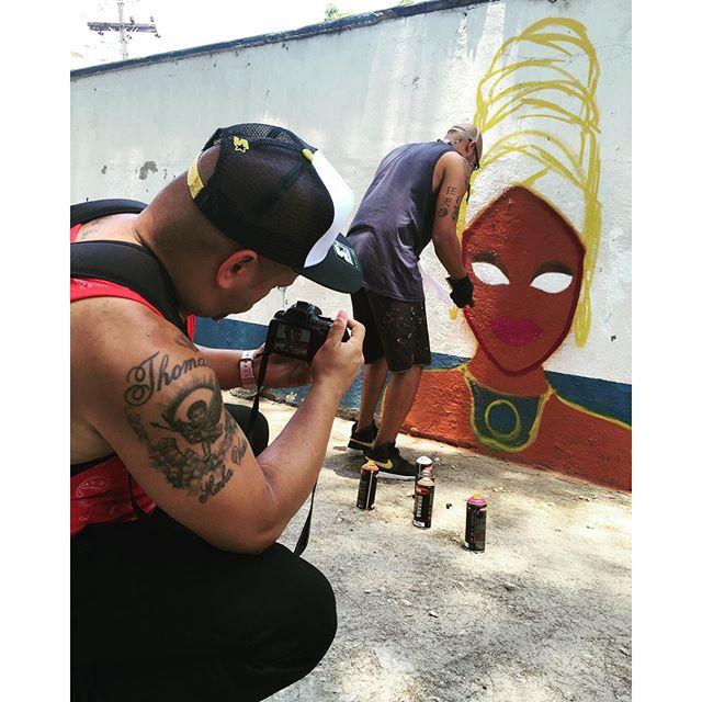 Ta rolando Ocupa Escola na E.M Coelho Neto Foto por @tonnyboss e @tavaressz #ocupaescola #consciencianegra #pandronobã #artistasurbanoscrew #streetartrio #ruasdazn #culturaderua #graffiti #streetart #ilovegraffiti #mulhernegra #livre #turbante #cores #atitude 2015