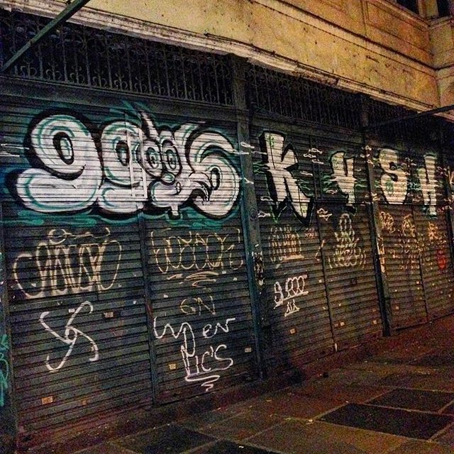 Tamo na área #KushCrew #ruarj #rjvandal #vandal #bomb #tagsandthrows #tags #throwup #fatcap #astro #arteurbana #mtnrio #xarpi #streetartrio #streetart #grafiti #instagrafite #fatcap #hardcore #iovebombing #spray #grapixo #RJ #noucolors #streetartrio
