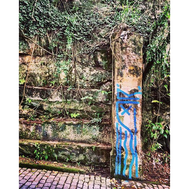 The remains of my castle. Santa Teresa, Rio de Janeiro. Nov/2015. #speyeproject #thespeyeproject #disformers #deadking #ledeadroy #streetart #streetartrio #streetartrj