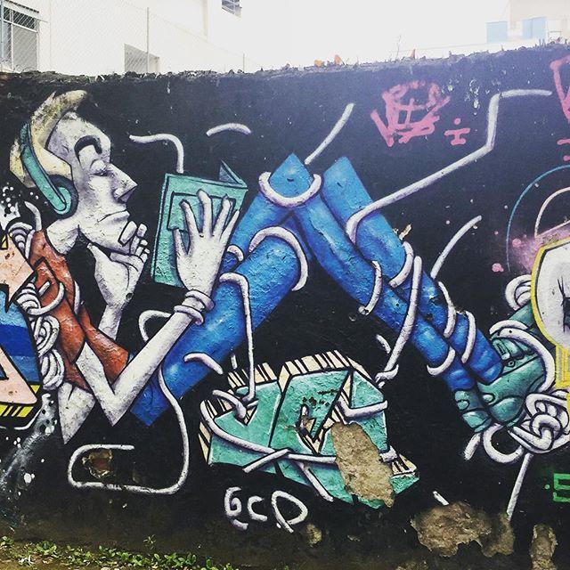 Um @marceloeco bem antigo, mas ainda bem bacana! #murosdorio #arteurbanabr #artelivre #streetartrio