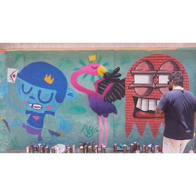 Um pouco de glamour no MOF. #trapacrew #graffiti #graff #mof #rafa #nadi #cast #streetartrio #streetart #caxias #vilaoperaria