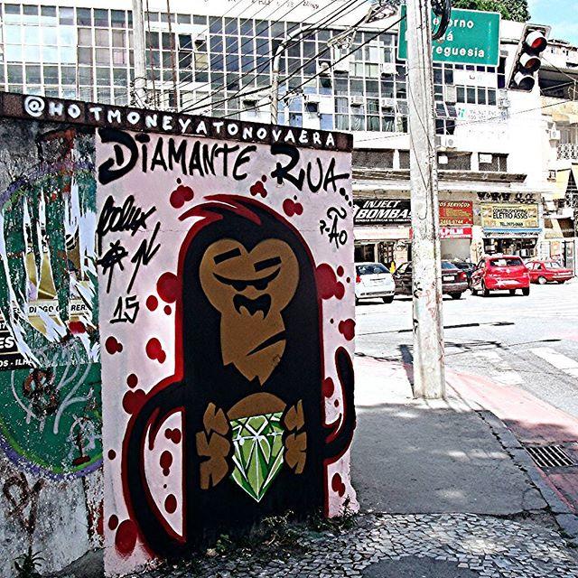 Uma salva pro amigo Ão #graffiti #bomb #throwup #xarpi #xarpirj #pixo #tag #vandal #urbanart #arteurbana #estreetart #riodejaneiro #diamante #diamond #rua #street #diamanterua #diamondstreet #rap #underground #macaco #monkey #macacoquente #hotmonkey #amantesdotraçooculto #novaera #newage #StreetArtRio #vandalovers