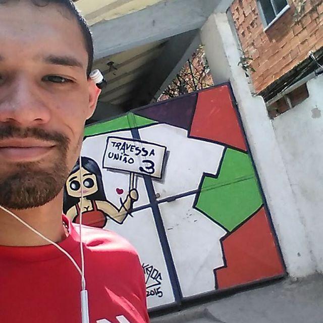 Vamo dar um rolé e encontrar algumas amigas hahaha #Kaos #KaosGraffiti #ArteUrbanaRJ #ArteUrbana # #spraypaint #StreetArtRio #StreetArt #ColorGin #mtn94 #MaisAmor