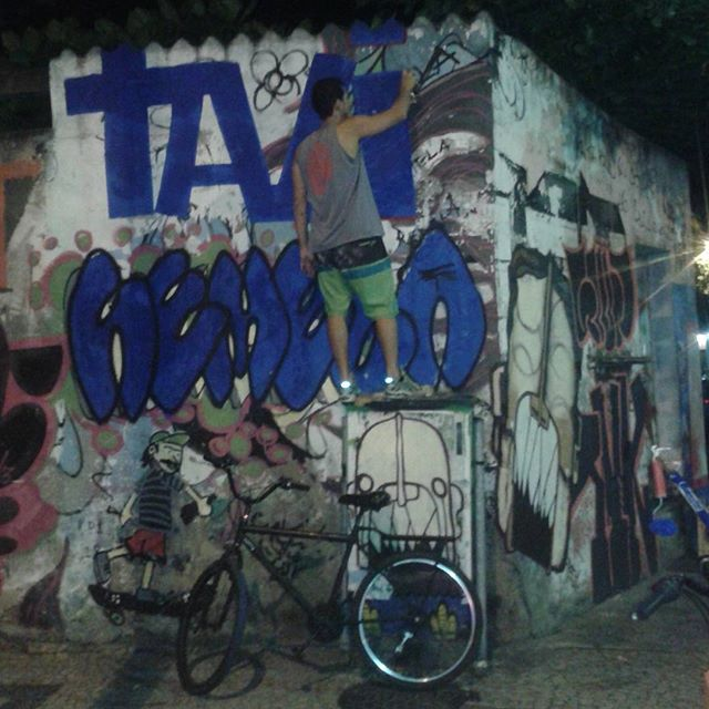 #bomb #graffiti #streetartrio #streetart #vandal #vandalism #throwup #tags #riodejaneiro #lapa @tavi_vandal