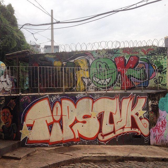 #graffiti #grafporn #streetart #streetartrio #streetartglobe #urbanart #spraydaily #muralsdaily #nofilter #santateresa #riodejaneiro #brazil