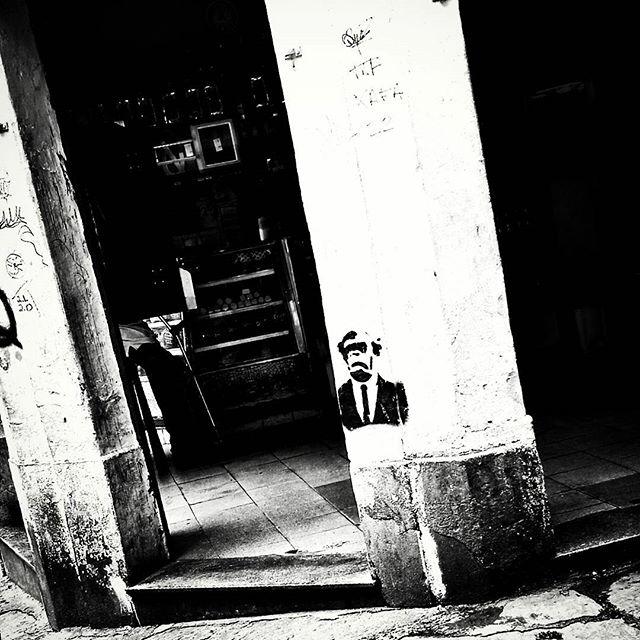 #natafamilia #stencil #graffiti #graff #grafite #urbangraffiti #instagrafite #instagraff #graffitirio #graffitiphoto #graffitiphotography #streetphotography #streetphoto #instastreet #Rua #bnw #blackandwhite #insta_bnw #monotone #pretoebranco #monochrome #bnwphotography #bnw_street #arcosdalapa #Rio #RiodeJaneiro #RJ #Brasil #StreetArtRio