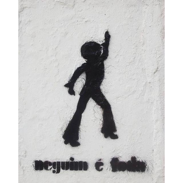 #neguin #streetart #streetartrio #stencilart