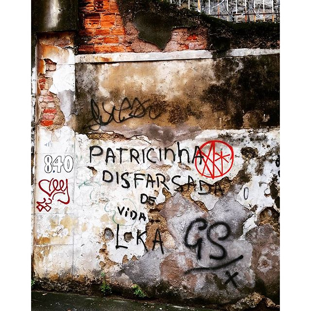 #patricinhas #disfarce #vidaloka #poser #streetart #streetartrio #pixo #tag #santateresa #riodejaneiro