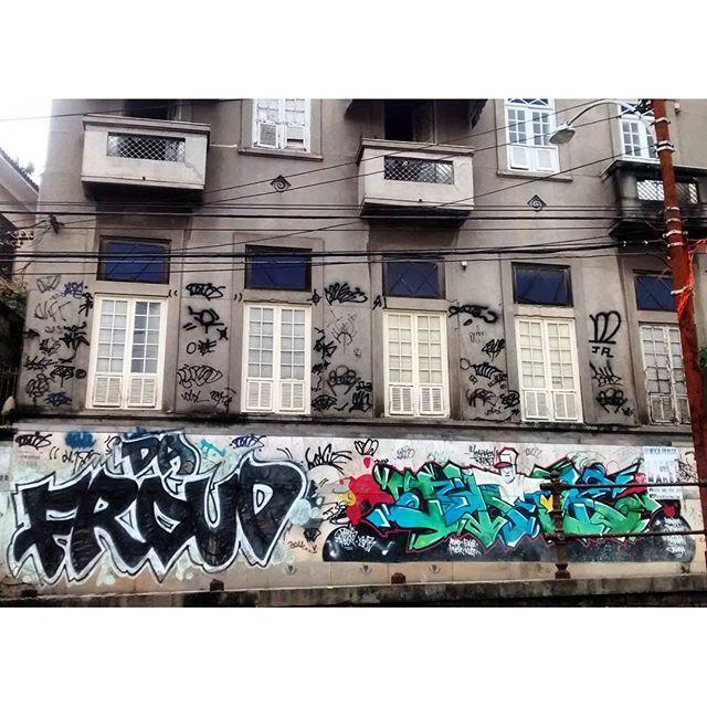 por: @dafroud #xarpirj• #rjvandal #streetartrio #streetart #graffiti #graffitiart #art #riodejaneiro #tags #tagsandthrows #throwsup #throwsupz #bombing #bomb #grafite #artist #artoftheday #arteurbana #rj #urbanart #artederua #rua #graffitiwall #sprayart #vandal #galeriaceuaberto #olheosmuros #bombingbrasil #graffitirio #art #makeart