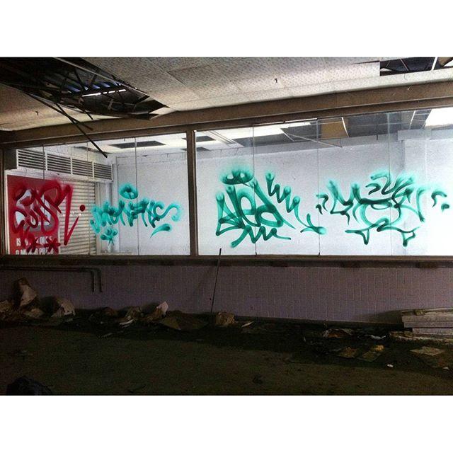por: @eujr @tonsnc @t3dsnc @tiaosnc • #rjvandal #streetartrio #streetart #graffiti #graffitiart #art #riodejaneiro #tags #tagsandthrows #throwsup #throwsupz #bombing #bomb #grafite #artist #artoftheday #arteurbana #rj #urbanart #artederua #rua #graffitiwall #sprayart #vandal #galeriaceuaberto #olheosmuros #bombingbrasil #graffitirio #art #makeart