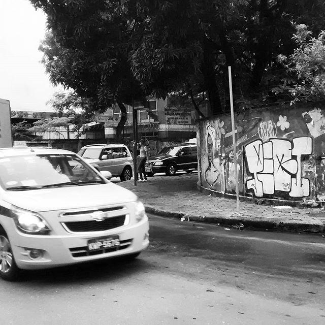 por: @lepeq1 • #rjvandal #streetartrio #streetart #graffiti #graffitiart #art #riodejaneiro #tags #tagsandthrows #throwsup #throwsupz #bombing #bomb #grafite #artist #artoftheday #arteurbana #rj #urbanart #artederua #rua #graffitiwall #sprayart #vandal #galeriaceuaberto #olheosmuros #bombingbrasil #graffitirio #art #makeart