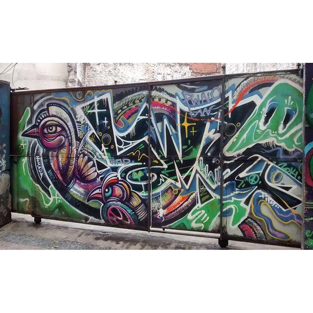 por: @nomada @pwno1• #rjvandal #streetartrio #streetart #graffiti #graffitiart #art #riodejaneiro #tags #tagsandthrows #throwsup #throwsupz #bombing #bomb #grafite #artist #artoftheday #arteurbana #rj #urbanart #artederua #rua #graffitiwall #sprayart #vandal #galeriaceuaberto #olheosmuros #bombingbrasil #graffitirio #art #makeart
