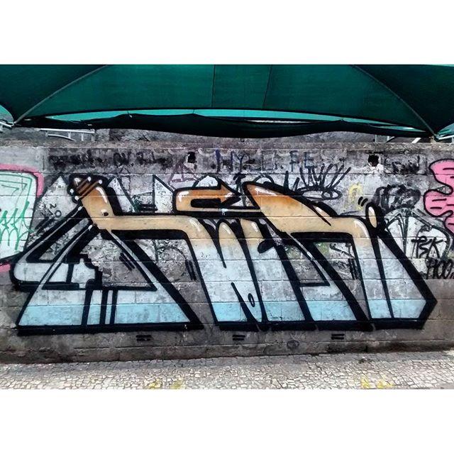 por: @rockybcn • #rjvandal #streetartrio #streetart #graffiti #graffitiart #art #riodejaneiro #tags #tagsandthrows #throwsup #throwsupz #bombing #bomb #grafite #artist #artoftheday #arteurbana #rj #urbanart #artederua #rua #graffitiwall #sprayart #vandal #galeriaceuaberto #olheosmuros #bombingbrasil #graffitirio #art #makeart