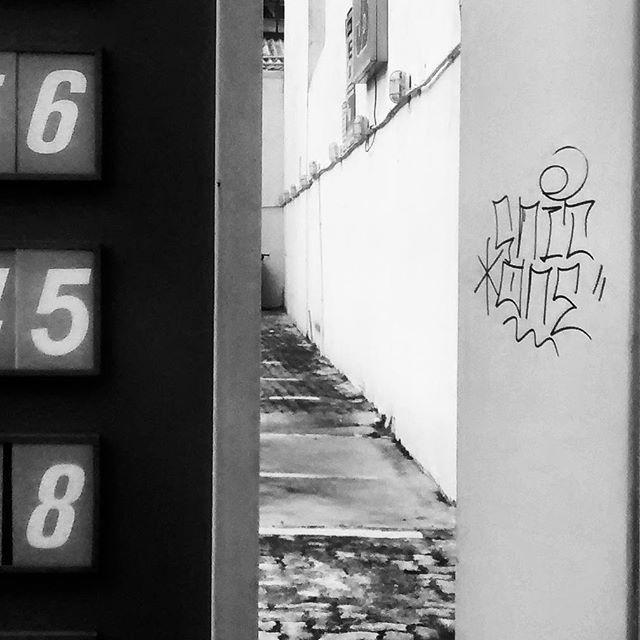 por: @snitone • #rjvandal #streetartrio #streetart #graffiti #graffitiart #art #riodejaneiro #tags #tagsandthrows #throwsup #throwsupz #bombing #bomb #grafite #artist #artoftheday #arteurbana #rj #urbanart #artederua #rua #graffitiwall #sprayart #vandal #galeriaceuaberto #olheosmuros #bombingbrasil #graffitirio #art #makeart