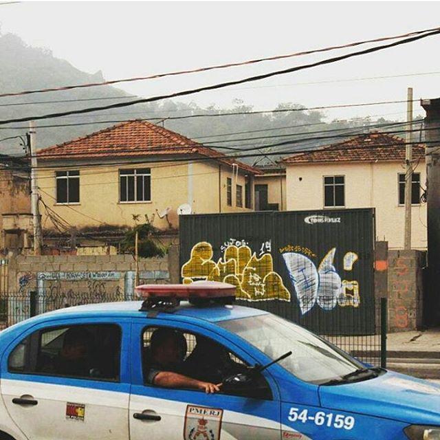 por: @sujismun2 • #rjvandal #streetartrio #streetart #graffiti #graffitiart #art #riodejaneiro #tags #tagsandthrows #throwsup #throwsupz #bombing #bomb #grafite #artist #artoftheday #arteurbana #rj #urbanart #artederua #rua #graffitiwall #sprayart #vandal #galeriaceuaberto #olheosmuros #bombingbrasil #graffitirio #art #makeartthatsells