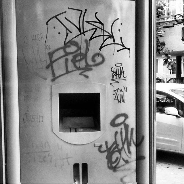 por: @tamovivo @besthomieskrew• #rjvandal #streetartrio #streetart #graffiti #graffitiart #art #riodejaneiro #tags #tagsandthrows #throwsup #throwsupz #bombing #bomb #grafite #artist #artoftheday #arteurbana #rj #urbanart #artederua #rua #graffitiwall #sprayart #vandal #galeriaceuaberto #olheosmuros #bombingbrasil #graffitirio #art #makeart