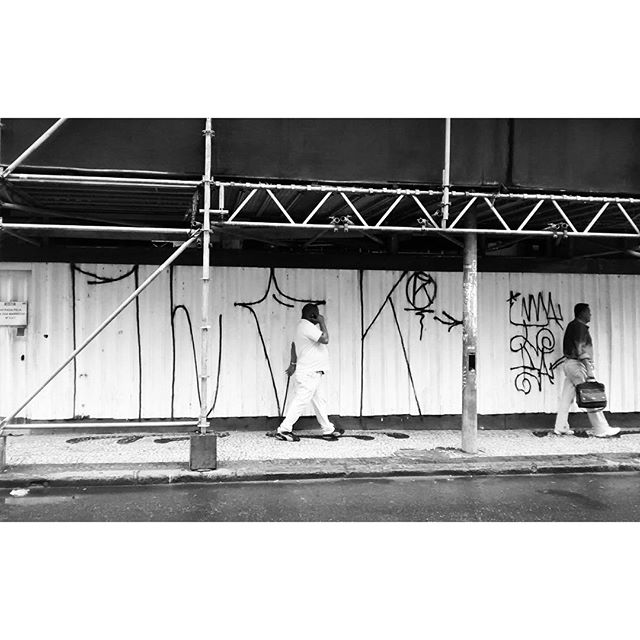 por: #MLOK • #rjvandal #streetartrio #streetart #graffiti #graffitiart #art #riodejaneiro #tags #tagsandthrows #throwsup #throwsupz #bombing #bomb #grafite #artist #artoftheday #arteurbana #rj #urbanart #artederua #rua #graffitiwall #sprayart #vandal #galeriaceuaberto #olheosmuros #bombingbrasil #graffitirio #art #makeart