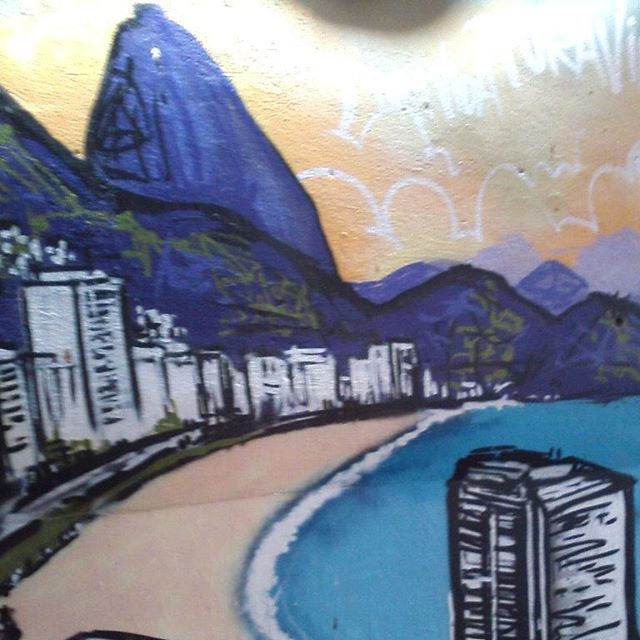 #rj #rioeuteamo #arteurbana #riostreetstyle #streetartrio #paint #graffiti #grafite #puravidahostel #beautiful #copacabana #paodeacucar #sugarloaf