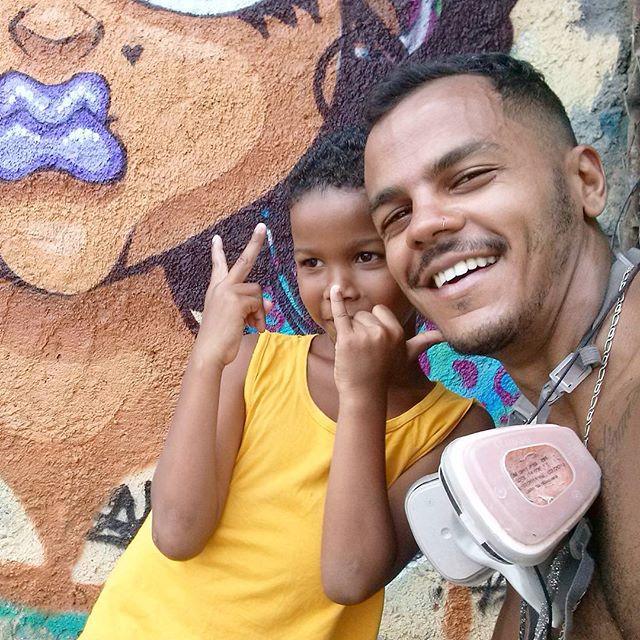 #sonbil #tapú #graffiti #graffitirj #streetartrio #streetart #kids #ilovekids #menor #mof #meetingoffavela #mof10 #caxias Resumo de um belíssimo dia... Um salve para as crianças da Vila Operária!