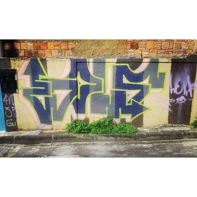 #wolf #calvinwolf #bomb #streetartrio #vandal #graffiti #ruasdazn #rj