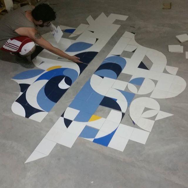 Agora no atelier! Nunca para. #sinimbu51 #coletivomuda #muda #azulejo #azulejaria #tile #streetartrio