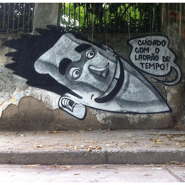 """""""Caution with the thief of time."""" #silver #chrome #tagsandthows #fatcap #graffiti #grafite #altodaboavista #streetartrio #tijuca #riodejaneiro"""