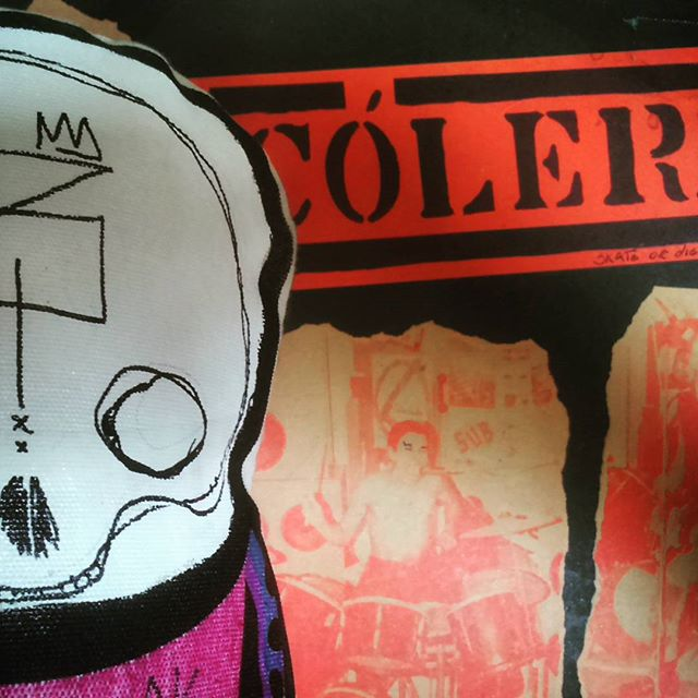 Cólera e a nata da #streetartrio prontos para a expo do #rafocastro | vlw o convite!!!! #toyart #streetart #skull #hardcore