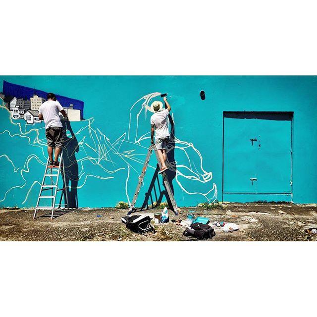 Debaixo do sol. Painel de confraternização NRVO 2015. Eu e a fera Heitor Correa . Foto: Alan Ribeiro. #nrvo #finaldeano #sol #verão #RiodeJaneiro #Tijuca #ZN #graffiti #streetart #vscocam #betofame #fame #streetartrio #timefame #timeheitor #paint