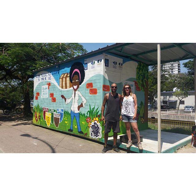 Finalizando a semana aqui no #ecoponto da Cruzada ... Obrigado Carol Lyra pela produção e o suporte tudo sempre nos conformes. #pandronobã #lightrecicla #workhard #leblon #conexaolight #zonasul #streetartrio #streetart #urbanart #spraypaint #reciclagem #artistasurbanoscrew 2015