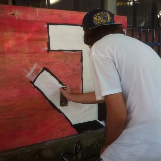 Hoje a aula teve cheiro bom, João, Pedrão e Kenzo em ação ! #graffitihouseniteroi #streetartrio #graffiti #mattosartes #graffitiniteroi #auladegraffiti
