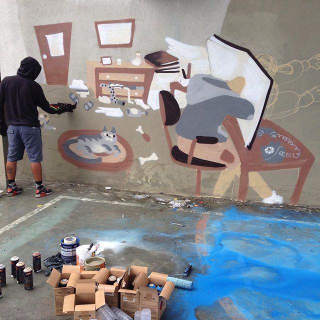 Imerso no universo da leitura. #casabranca #streetartrio #streetstyle #streetart #cazesawaya _____________________ Workshop de graffiti dia 12 de dezembro. Entre em contato por cazesawaya@gmail.com