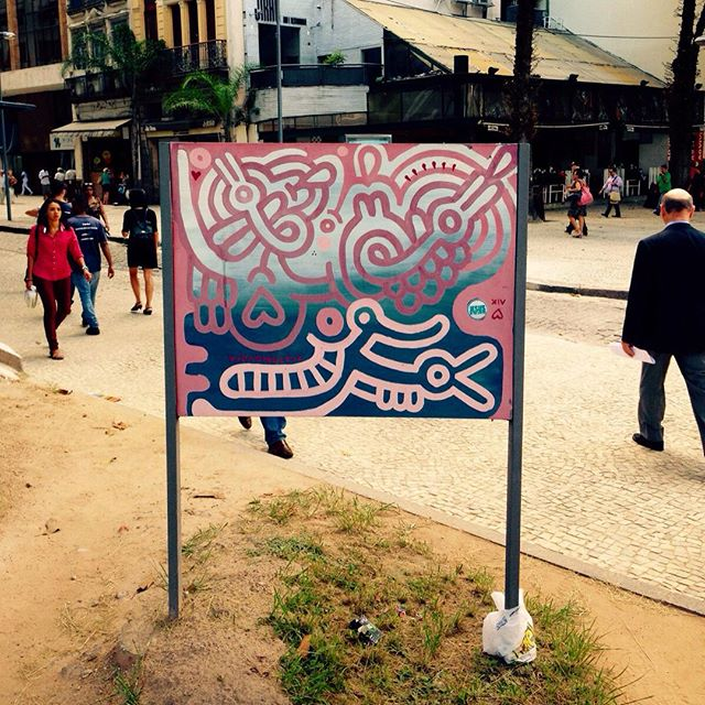 Interferencias no sistema #rj #centro #carioca #praçaXV #vidaonelove #contemporaryart #graffiti #urbanart #streetartrio #maruyama #stylo #bombing aesturdza #photographer
