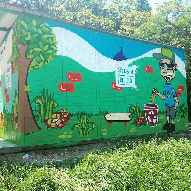 Mais uma do último trabalho realizado no #ecoponto da Cruzada no Leblon. O #ecoponto recebe produtos recicláveis em troca de desconto na conta de luz dos moradores do local. Production @i.love.you.sugar.kane #pandronobã #lightrecicla #zonasul #leblon #recicla #cruzadasaosebastiao #streetartrio #streetartbrasil #streetart #loveart #arteurbana #urbanart #riodejaneiro #riostreetstyle 2015