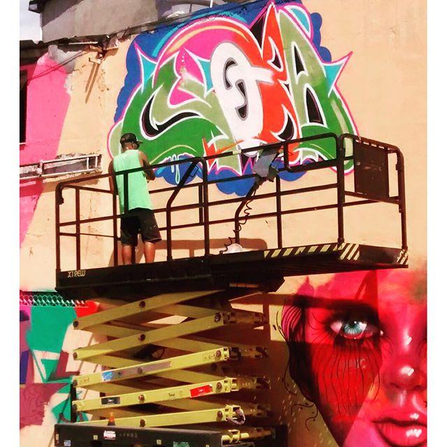 Mais uma foto de ontem... Dia clássico. #pandronobã #kovokcrew #kovokday #artistasurbanoscrew #ruasdazn #streetartrio #zonanorteetc #ruasrj #rjvandal #streetwriters #streetartbrasil #globalstreetart #suburbiocarioca #urbanart #ilovegraffiti Foto @eduardo_carrulo