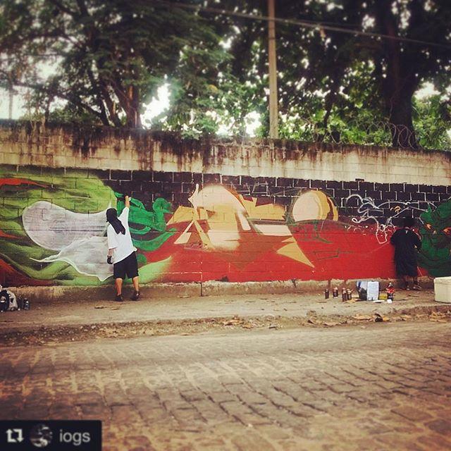 Mandando tinta com os meus irmãozinhos do #riodejaneiro #cidademaravilhosa #rio #graffitirio #streetartrio #iogs #raios #coresurbanas