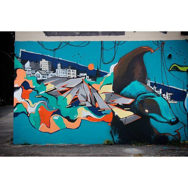 Minha parte do muro de final de ano da NRVO, com a fera @heitorcorreahc . Foto: @felipefew Feliz ano novo para todos os amigos e amigas e que 2016 seja um ano bom. #graffiti #streetart #nrvo #paint #grafite #urban #Tijuca #RiodeJaneiro #fimdeano #fame #fameone #timefame #betofame #streetartrio #vsco #vscocam