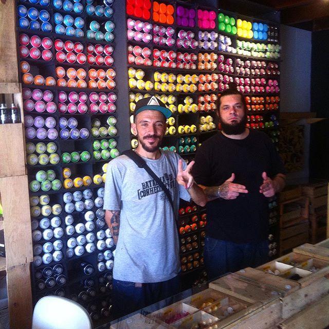 Mush e Moris na casa, respeito aos amigos e satisfação ! #graffitihouseniteroi #streetartrio #graffitiniteroi #graffiti #mtn94 #colorginarteurbana #mundoposca #posca