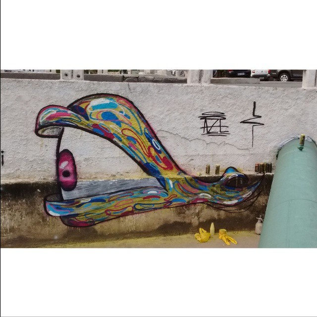 Mutação. Nadando um pouco no valão da ary parreiras #streetart #streetbombing #graffiti #blackbook #streetartrio #icarai #niteroi #sketchoftheday #spraypaint #rj #021