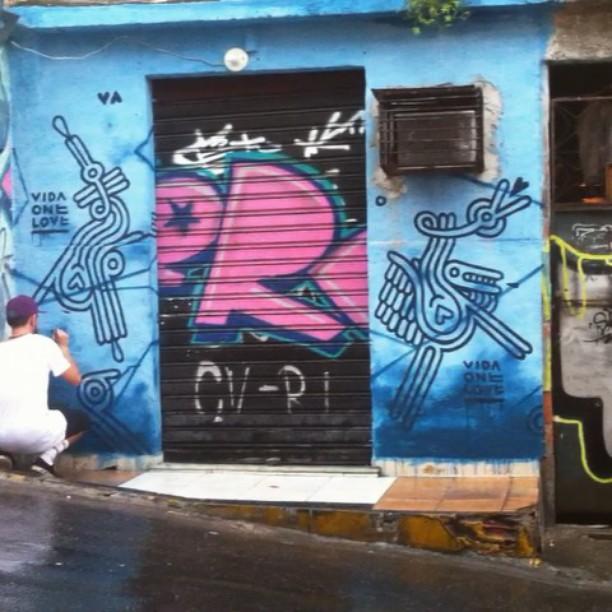 Na chuva tambem #wakeup #mof #caxias #vilaoperaria #junior #rj #brasil #graffiti #streetartrio #contemporaryart #ancestral #flu #hamburguer #comunidad #favela