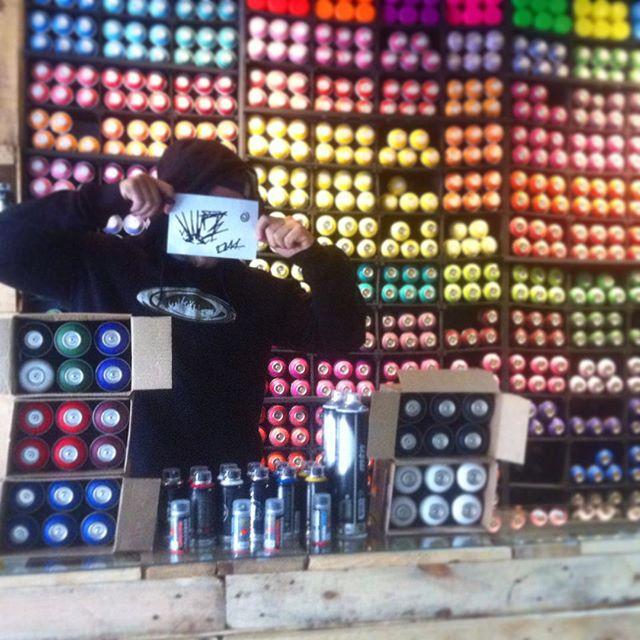 O amigo Tato Ti44 passou na loja fazendo a mala. O cara gosta muito de tinta, se liga no kit!! #graffitihouseniteroi #streetartrio #graffiti #vandal #rjvandal #ti44 #montana94 #graffitiniteroi #streetart