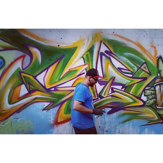 Pintura no Andaraí, valeu a galera que sempre chega pra somar, esse ano rendeu bons rolês. Na missão do registro fotográfico @space2graffiti, na pintura @felipe_blunt,@luigi_chi94 e Black boy. #wildstyle #mtn94 #onelifeonechance #riodejaneiro #streetartrio #rua #andarai
