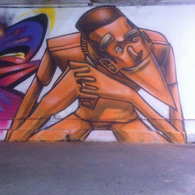 #SantoCristo #RiodeJaneiro #RodoviariaNovoRio  #marte #noetwo #marceloeco @marte_nuclear1 @noetwo #graffiti #grafite #spraycans #fatcap #galpaoaplauso #streetartrio #laranja #orange Amarelo médio, Laranja None, Preto e Branco #noucolors
